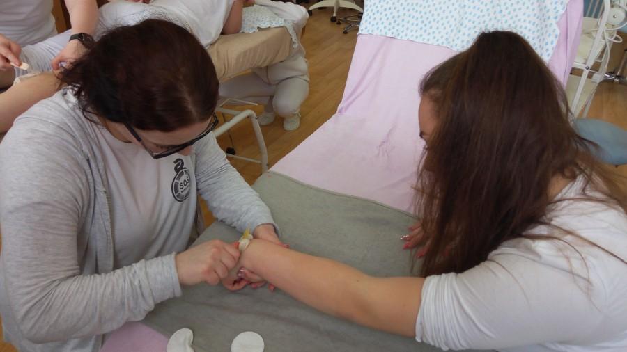 kurz-cukrová-depilácia-namestovo-ruka